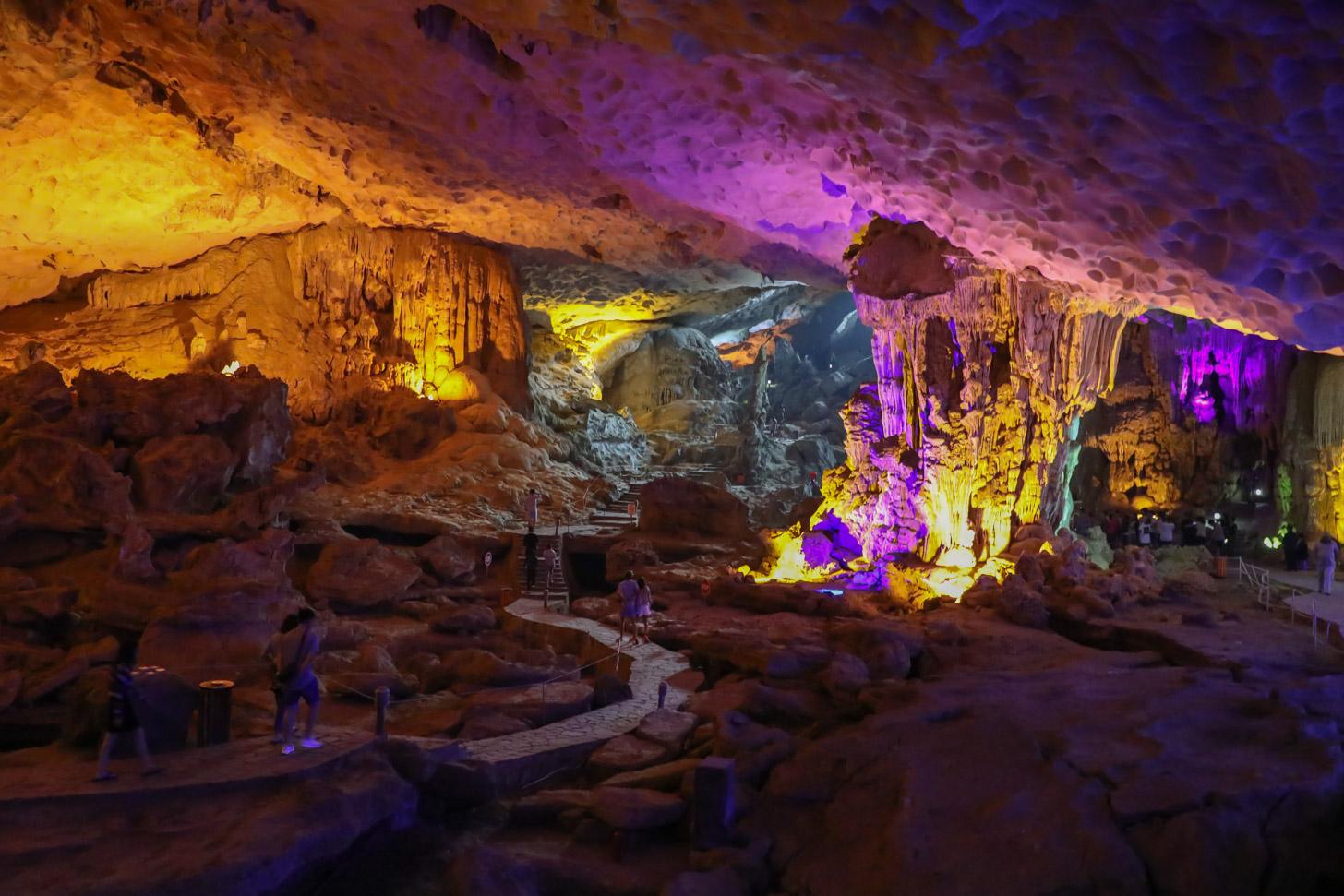 grot van Halong Bay