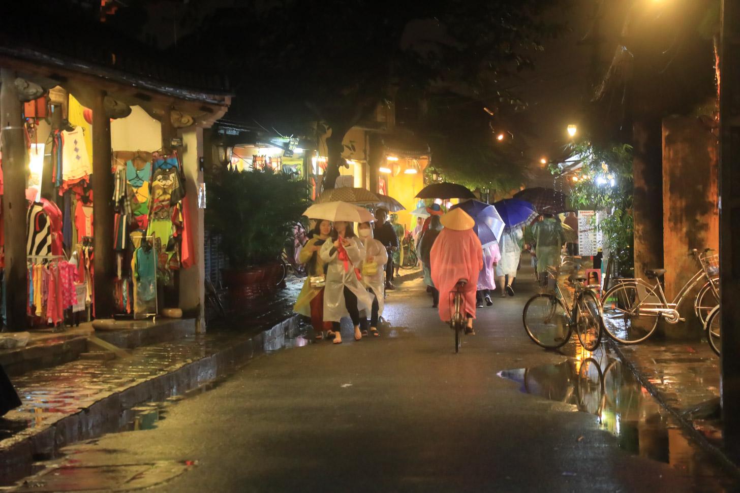 natte kleurrijke straten